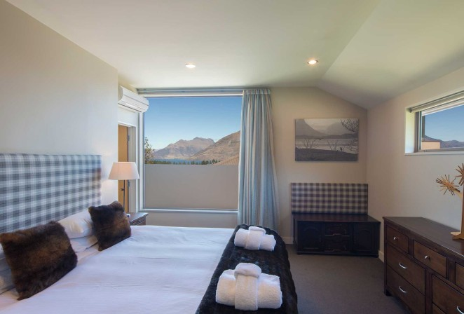 Master Bedroom with en suite - Super King or two singles