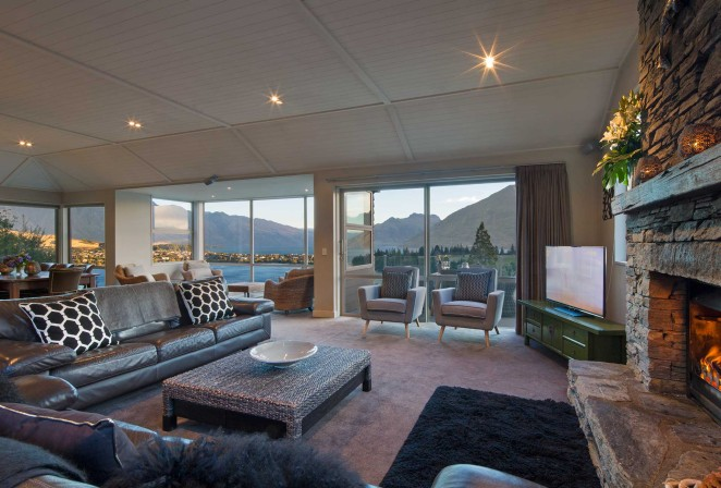Panorama View hold a commanding position on Queenstown Hill with 180 degree views