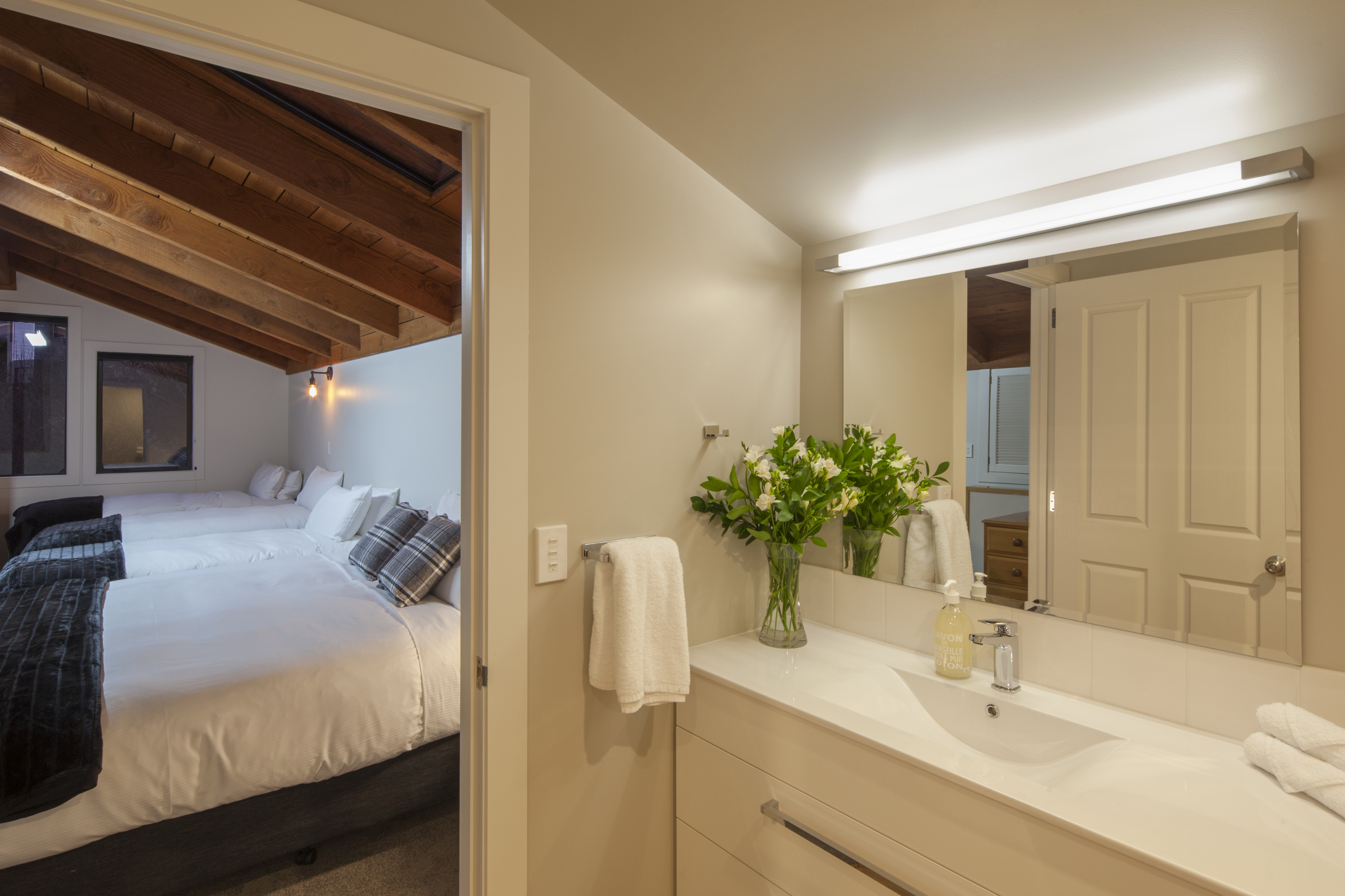 Loft-Ensuite-with-extra-large-Shower